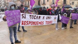 Instantània de la concentració institucional de l'Ajuntament de Tarragona amb motiu del 8-M