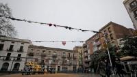 La plaça del Sol amb els sostenidors penjats.