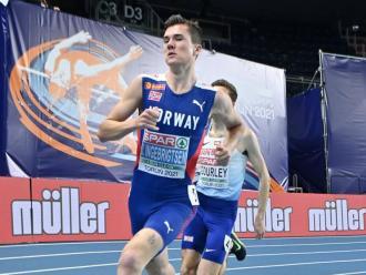Jakob Ingebrigtsen controlant la tercera sèrie dels 1.500 m de Torun